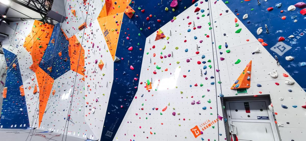 park trampolin park linowy ścianka wspinaczkowa valo climb organizacja urodzin warszawa czestochowa lodz poznań największy park trampolin najlepszy park trampolin wf dla szkół wycieczki klasowe